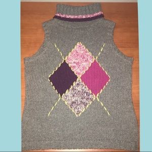 Turtleneck knitted sleeveless top!
